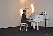 Návštěvnice kladrubského muzea ochutnaly dobrou kávu a poslechly si hudbu v podání klavíristy Petra Pudy.