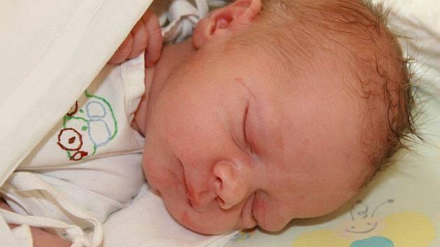 Jakub Janeček (3 kg, 51 cm), který se narodil 6. května ve 23.00 hod. v Mulačově nemocnici, je prvorozený syn Andrey Musilové a Václava Janečka ze Stříbra.