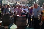 Koulení pivního sudu a slavnostní zahájení pivní sezóny v Chodovaru.