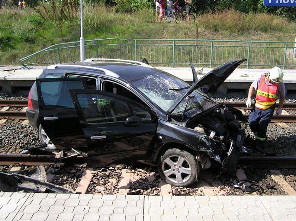Nehoda na přejezdu u Pňovan.