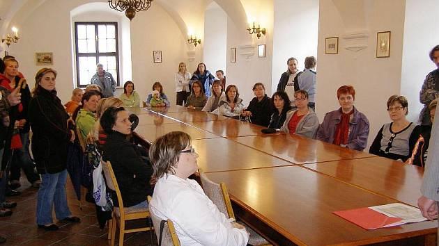 Rodiče dětí, které nebyly přijaty do mateřské školy, se sešli se starostou na stříbrské radnici