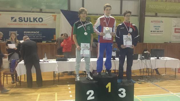 Jakub Nikitinský na stupních vítězů (první zleva).