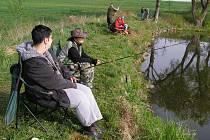 Sulislavský rybník byl v obležení rybářů