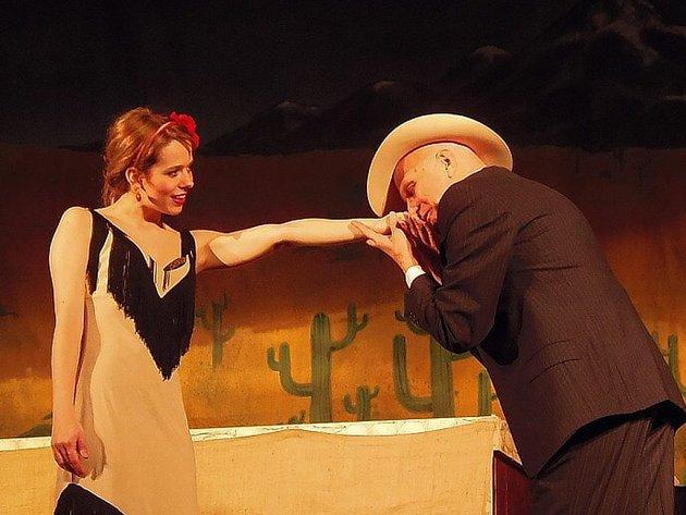 LUCIE ČERNÍKOVÁ A JAN PŘEUČIL se představili stříbrskému publiku v operetě Růže z Argentiny.