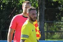 Giuseppe Lanfranchi ve žlutém dresu Baníku Stříbro v utkání krajského přeboru na půdě FK Staňkov.
