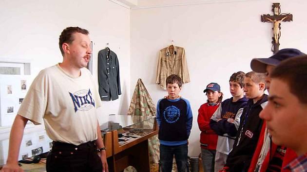 Výstavu navštívili i žáci základní školy v Kostelní v Tachově.