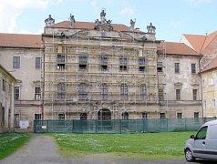 Budova nového konventu bude do zimy v novém kabátě.