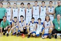 V basketbalovém družstvu Plzeňského kraje nastoupili také dva žáci tachovských škol – Jan Král (s číslem 9) a Filip Simon (číslo 13). Ve výpravě byli také náměstek hejtmana pro školství Jiří Struček (první řada vpravo) a vedoucí odboru školství MěÚ Tachov