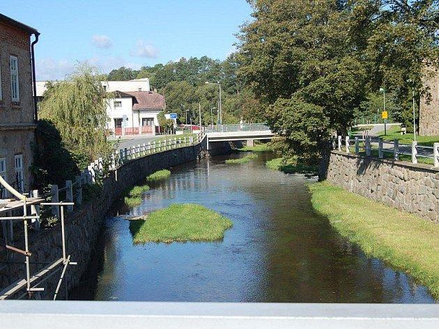 Podaří-li se Tachovu získat dotaci z Evropské unie, bude se na řece Mži v letech 2012 až 2015 realizovat komplex protipovodňových opatření, která budou šetrná k přírodě v jejím povodí.