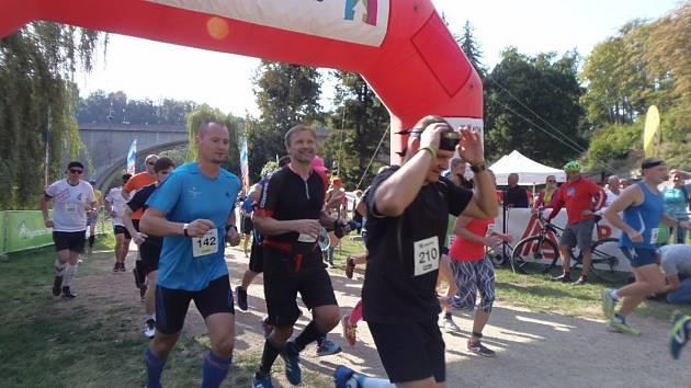 Běh na hrad Loket, to byl seriálový závod, který se v sobotu běžel v Lokti.