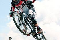 Josef Zavacki při závodě fourcrossu.