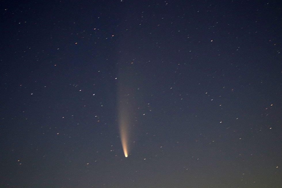 Kometa nad Ovčím vrchem a Krasíkovem.