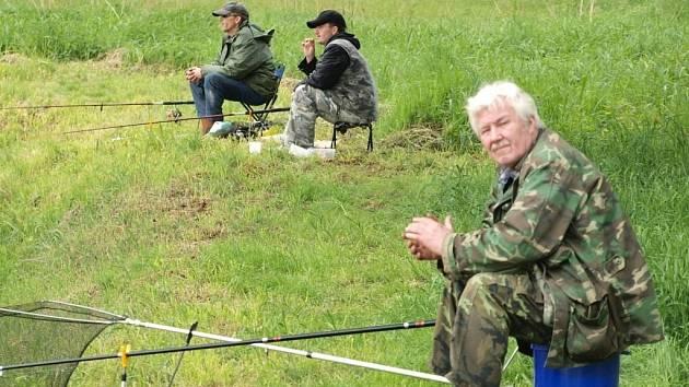 Na rybníku nedaleko Stráže se konaly rybářské závody