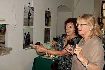 Děti od jinud - momentky z vernisáže a výstavy fotografií v zámku Manětín