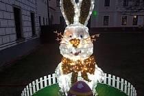 Velikonoční zajíc na stříbrském náměstí.