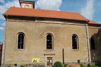 JIŽ NĚKOLIK LET se Občanské sdružení pro obnovu tepelského regionu snaží o záchranu kostela. V současné době je dokončena střecha a odstraněn havarijní stav kostela.
