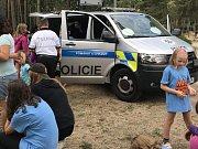 Policie České republiky zavítala na letní tábor v Boněticích.