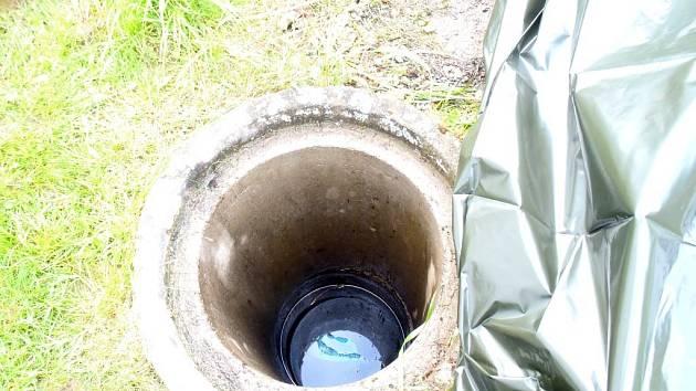 Třiaosmdesátiletý muž spadl do studny v Borovanech na Tachovsku.