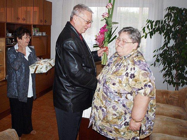 Manželům Dankovým poblahopřál i starosta Tachova Ladislav Macák.