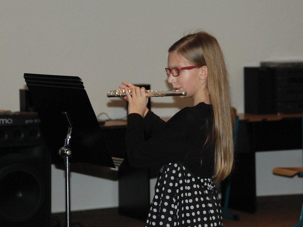 Přes 160 posluchačů přišlo do auly stříbrského gymnázia na tradiční Vánoční koncert žáků tamní Základní umělecké školy.