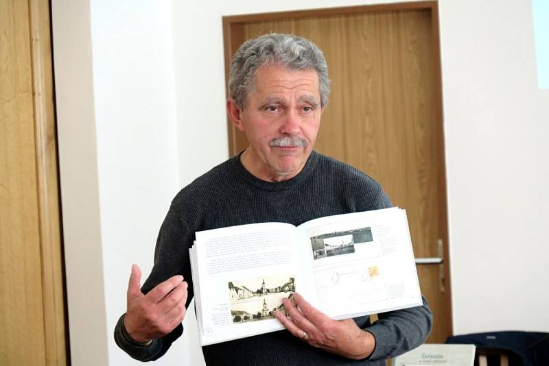 Miroslav Cvrk vydal knihu Černošín na starých fotografiích.