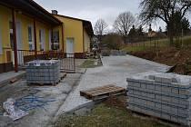 Nová přístupová cesta při výstavbě