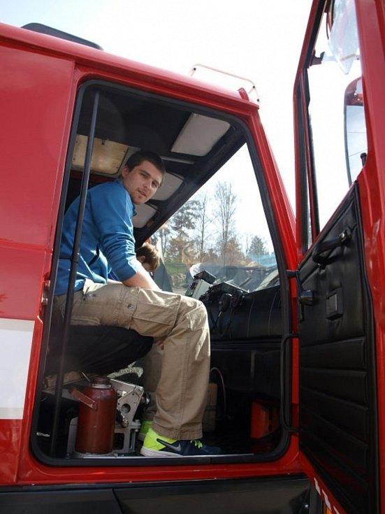 Plánští hasiči dostali v pátek staronovou cisternu Tatra 815 CAS.