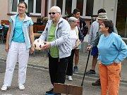 DOMOV PRO SENIORY KUROJEDY sezval klienty a další hosty na sportovní klání při Sportovním dnu.