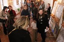 Z vernisáže úterní výstavy dětských prací ve Stříbře.