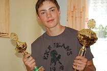 S pohárem za absolutní vítězství se vrátil z národního finále rybářské soutěže Zlatá udice Martin Hubálek z Černošína.