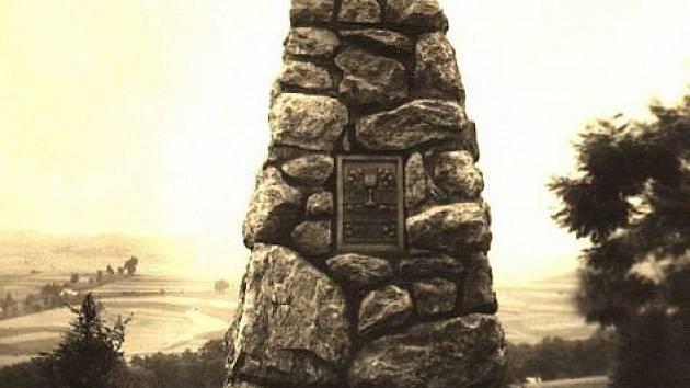 Husitský památník v různých dobách měnil částečně svoji podobu i místo.