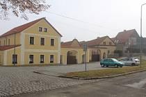 Mateřská školka je v Erpužicích na návsi.