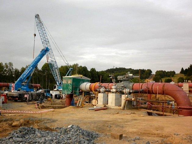 Předávací stanice plynovodu Gazela. Snímek ukazuje pohled na stavbu stanice u Přimdy z léta loňského roku.