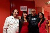 Jan Vavřička (druhý zprava) se svými hereckými kolegy ze seriálu Soudkyně Barbara. Zprava Jana Navrátilová (svědkyně), Michaela Gabriela Studničková (manželka Soňa) a Stavros Mavromatidis (svědek).