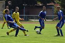 FK Tachov (v modrém) bude v nové fotbalové sezoně 2020/21 hrát oblastní soutěž I.B třídy. Foto: Luděk Eidelpes.