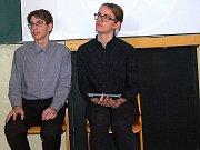 Jan Jirmus na fotografii vpravo při Prezentiádě na gymnázium v Tachově