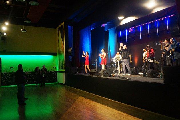 Konstantinovy Lázně - V lázeňském městečku se uskutečnil společný koncert kapel Mr. Elastik a Děda Mládek Illegal Band.