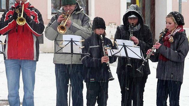 Muzikanti prošli město