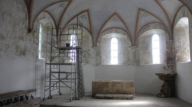 EHD ve Stříbře, muzejní sklepy a kostel Nanebevzetí Panny Marie.