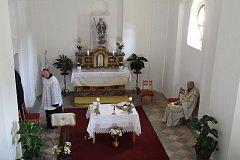 Ze slavnostního žehnání opravené kaple.