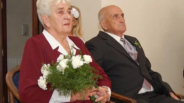 Diamantovou svatbu oslavili manželé Václav a Ludmila Vachelovi.