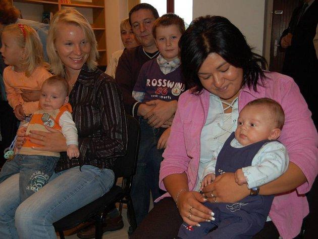 Petra Haladová a Ladislav Barták jsou dvě ze čtyř dětí, které byly v Brodu slavnostně přivítány do života.