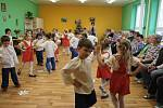 Děti z Mateřské školy Pošumavská pobavily seniory v klubu důchodců v Tachově.