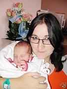 Elen Šarmírová z Halže (3,33 kg/50 cm), která se narodila 8. srpna v 1.10 hod. ve FN v Plzni je nejen prvorozenou dcerou rodičů Lenky a Mirka, ale rovněž prvním vnoučetem prarodičů Lenky a Pavla. Pro babičku Milenu a dědečka Pavla je Elen již druhou vnučk