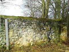 Hřbitovní zeď u kostela sv. Jakuba Většího se vrátí k původní podobě.