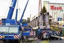 Překládání mostních konstrukcí.