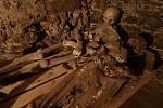 Mumie měšťanů v kryptě pod kostelem svatého Petra a Pavla v Mnichově.