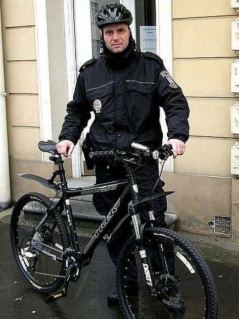 Stříbrské městské policisty budou lidé ve městě potkávat na nových  vozidlech
