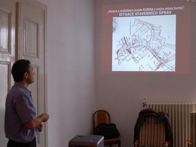 PAVEL BLUMA z investičního odboru města představil projekt revitalizace Rybeny a stavby parkoviště.
