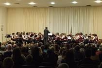 Dechový orchestr mladých při Vánočním koncertu v tachovské Mži.